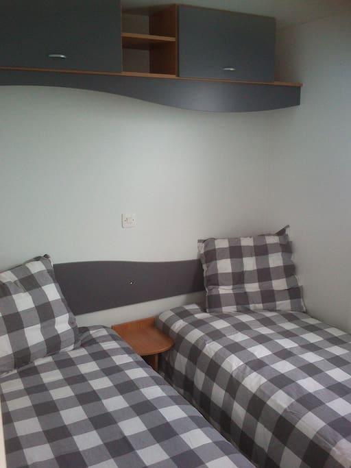 Chambre deux lits une personne