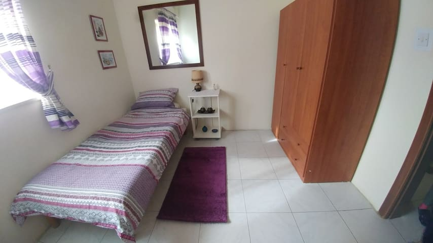 Centrally  located Single private room in Swieqi