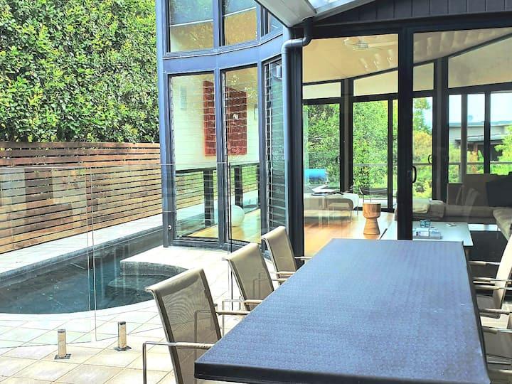 Stylish Beach Living  Heated Pool & Hot tub