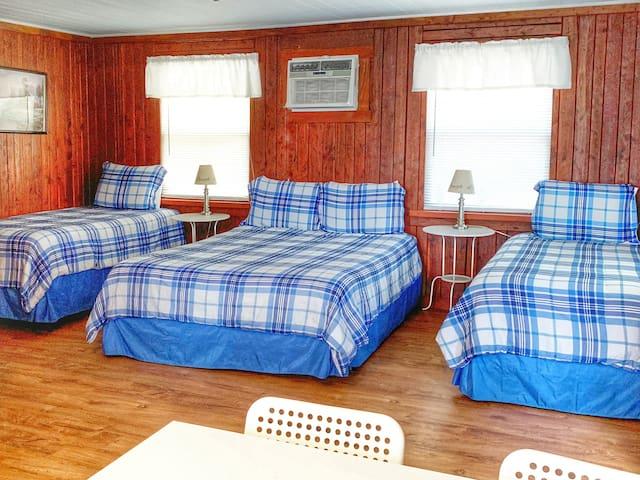 Lakeside Cabin for 4 @Cedar Lodge on Lake Buchanan