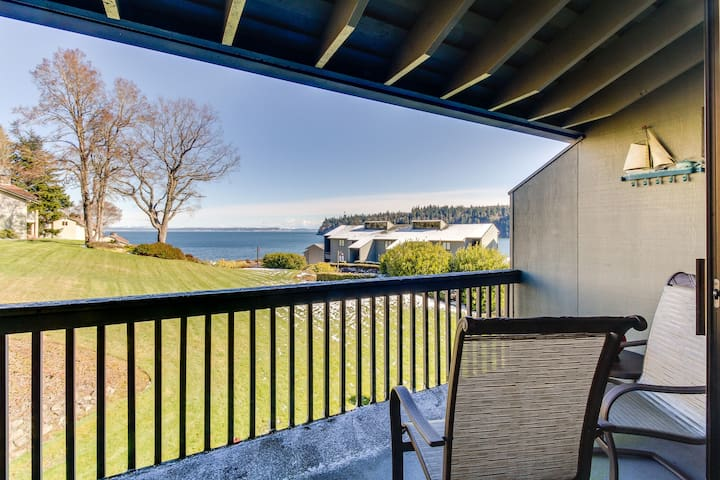 Waterview condo w/ shared pools & access to beach club - near beach and more!