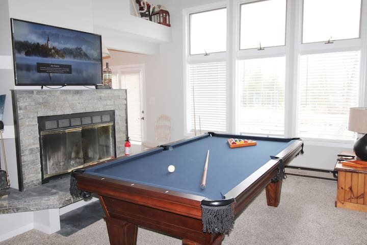 SECLUDED AREA,WIFI, Cable,  pool table, fireplace