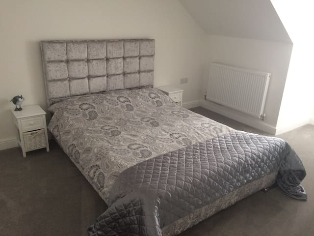 Immaculate Dble Room/ensuite nr Stansted-SUPERHOST