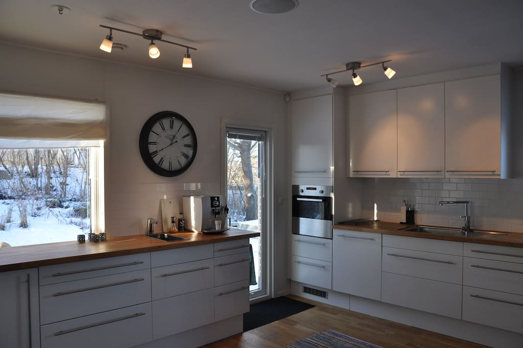 Kitchen with access to 100 sqm terrace, upper floor