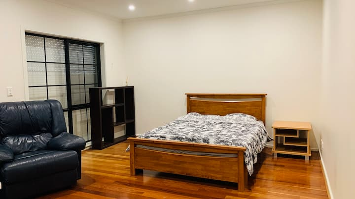 Large Room in Mawson lakes