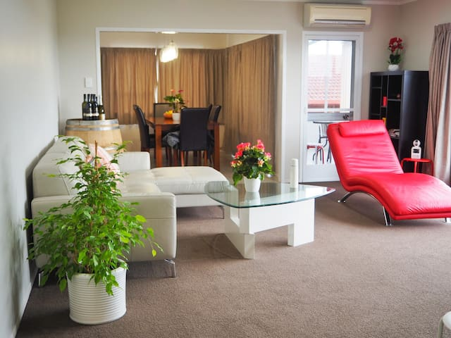 Spacious BnB with stunning view in West Auckland - Auckland - Bed & Breakfast