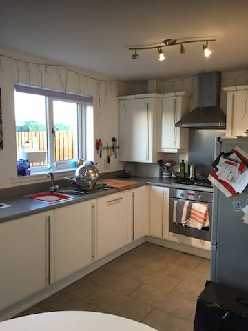 Kitchen, electric cooker and gas hob