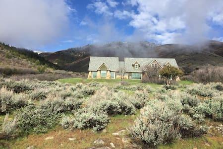 The Cabin at Sage Canyon Ranch - Mountain Retreat