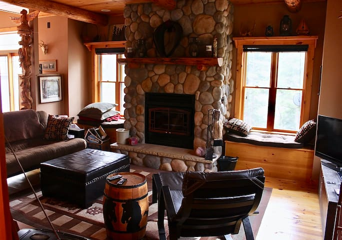 Spacious Cabin - like new, with open layout & loft
