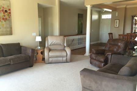 Clean & Spacious Four Bedroom Ranch - La Vista