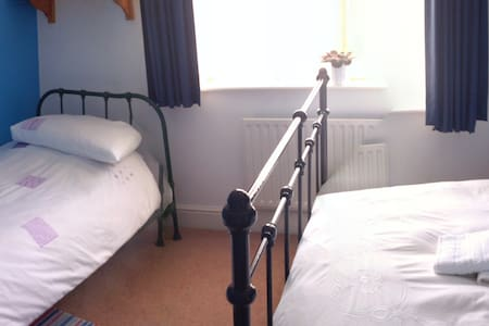 Small double and single bedroom - Broadstone
