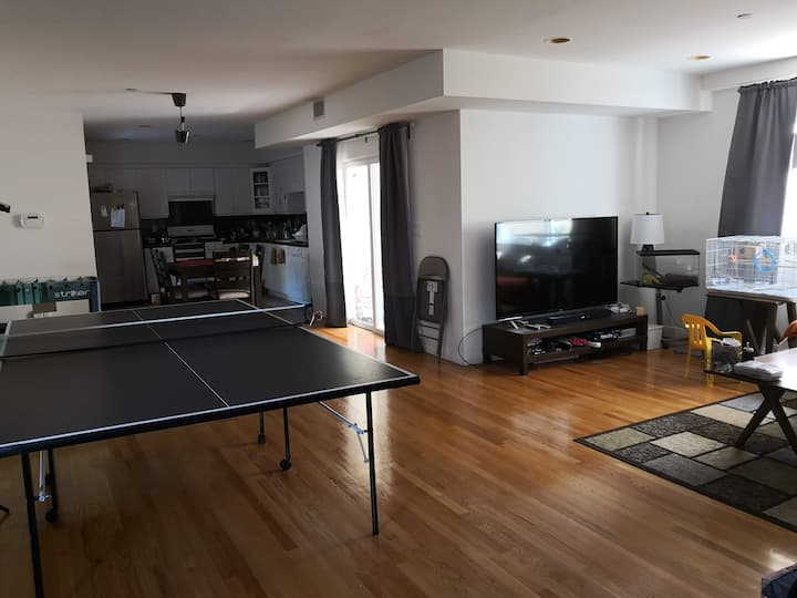 Downtown Burbank home clean and convenient