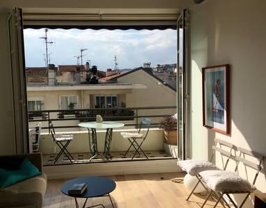Super 2 roms i hjertet av Nice med terrasse