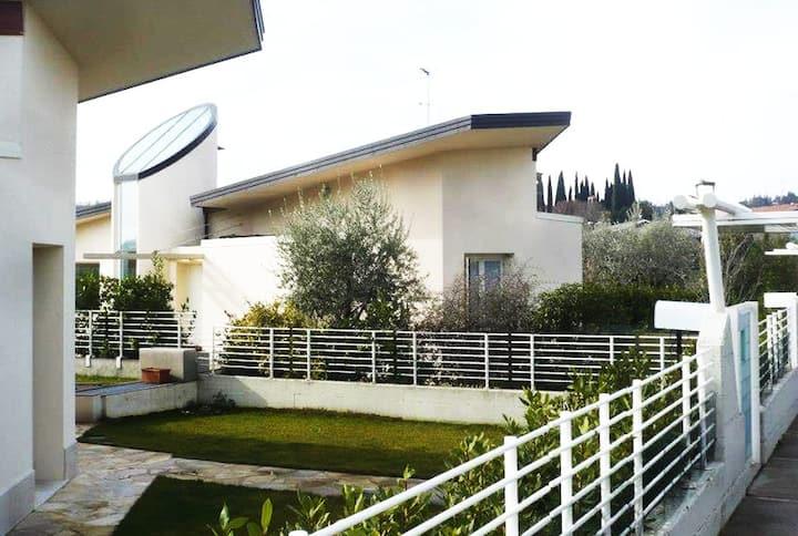 Villa Con Piscina E Giardino Privato Lake Garda Ville In Affitto A San Felice Del Benaco Lombardia Italia