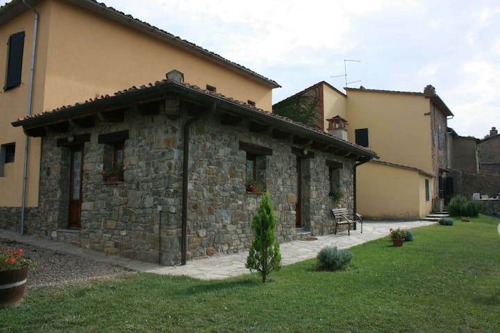 Fattoria Di Gratena - Covo, sleeps 4 guests - Arezzo