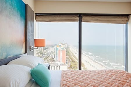 OCEANFRONT DELUXE CONDO- SEAGLASS TOWER RESORT