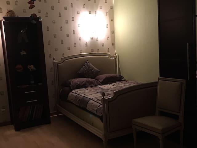 Chambre-room 2/4 pers proche Disney - Condé-Sainte-Libiaire - Dom