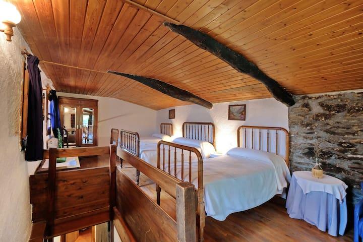 Habitació doble + 2 llit individuals