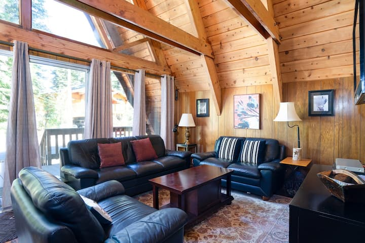 Now Open! Classic, Pet-friendly A-Frame Styled Cabin with WiFi