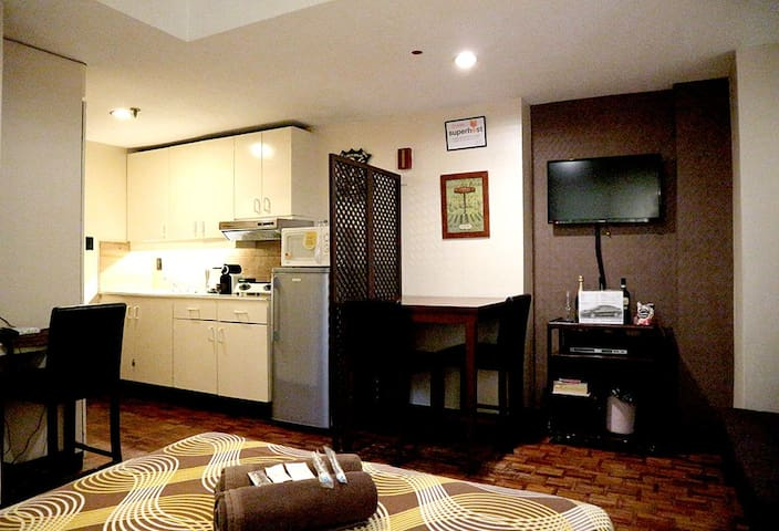 aircon studio with fast wifi center of makati