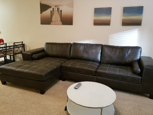 ****3Bed/2Bed, Walk to Convention Center