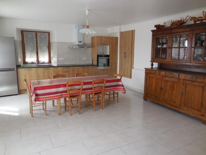 Chastel Nouvel : maison de village