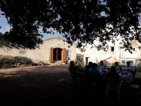 Countryhouse in Organic farm: reading, climbing...