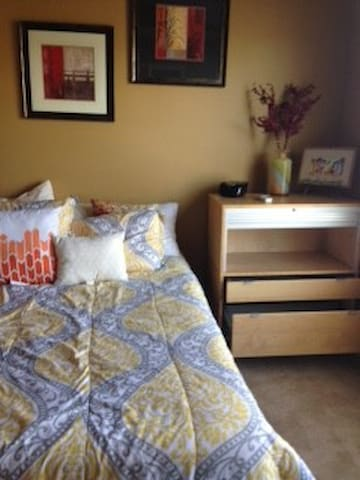 Sports fans - room available for the NFC Game! - Atlanta - Bed & Breakfast