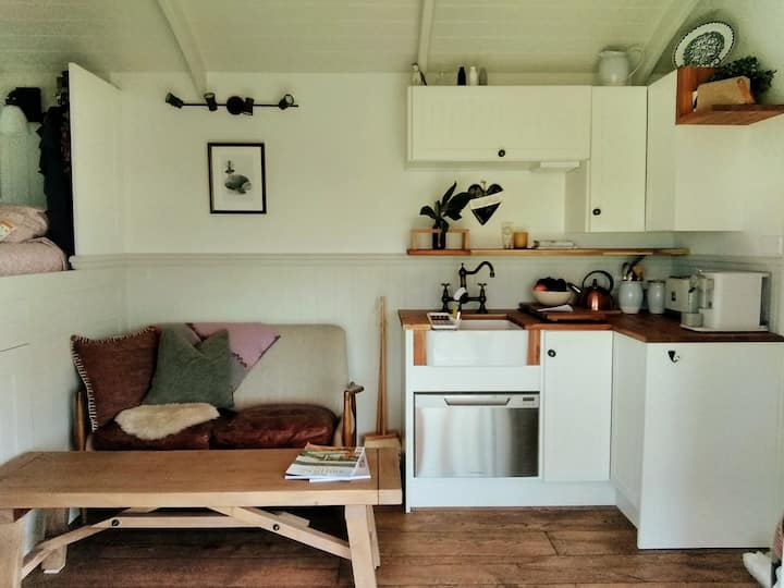 Try tiny house living in Bay of Islands central