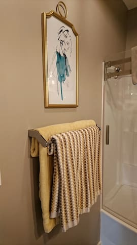 Double towel rack with towels.