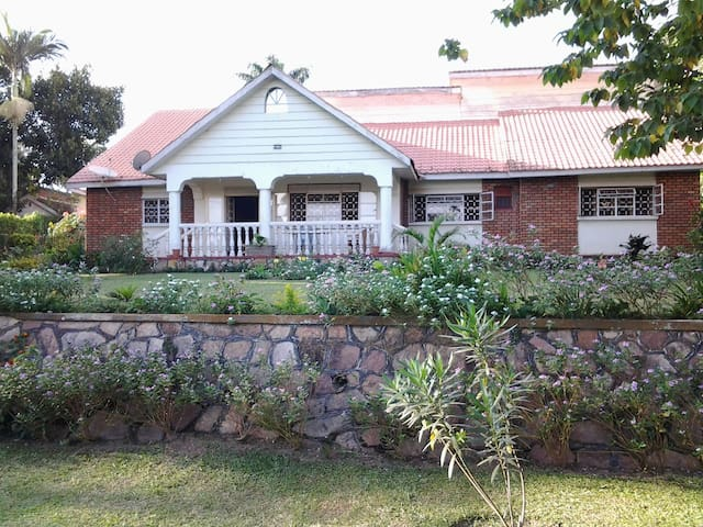 Colonial Residence Bed n Breakfast - Entebbe - Aamiaismajoitus