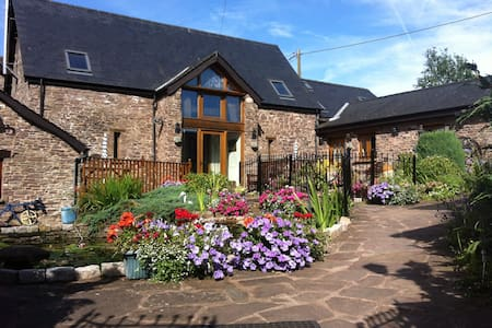 Usk Country Cottages -oak cottage - Llangwm, usk