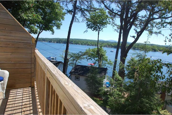 Gorgeous Waterfront Condo with Lake Access