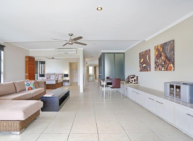 Luxury 2 Bedroom Beachfront Apartment