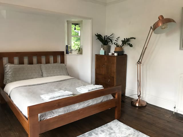 Large double bedroom in beautiful Victorian house