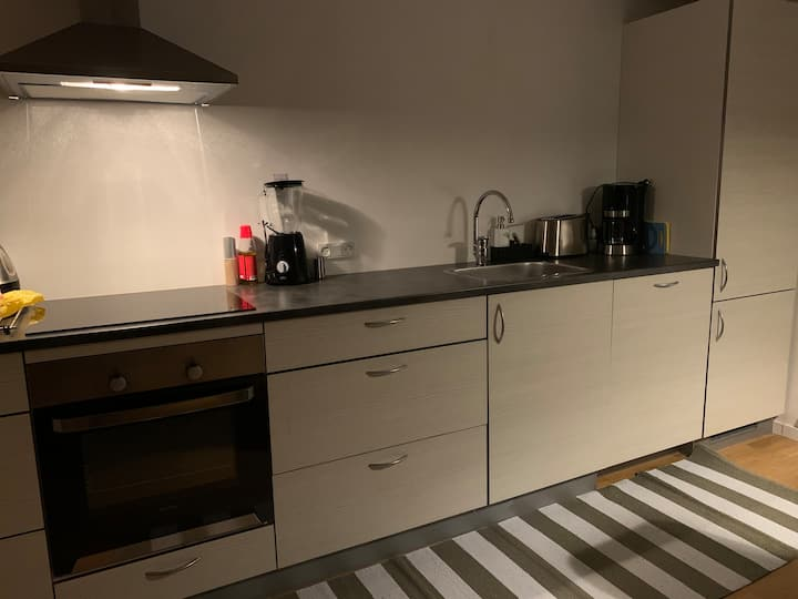 Room 15 min walk to the city center. Free parking