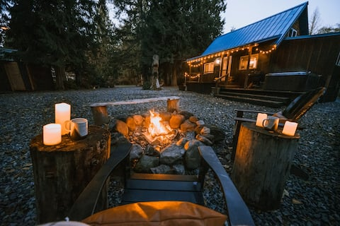 New! Cabin 135 at Mt Rainier- Cozy Cabin w/Hot Tub