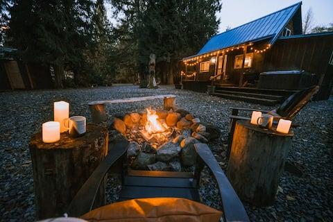 New! Cabin 135 at Mt Rainier- Cozy Cabin w/Hot Tub