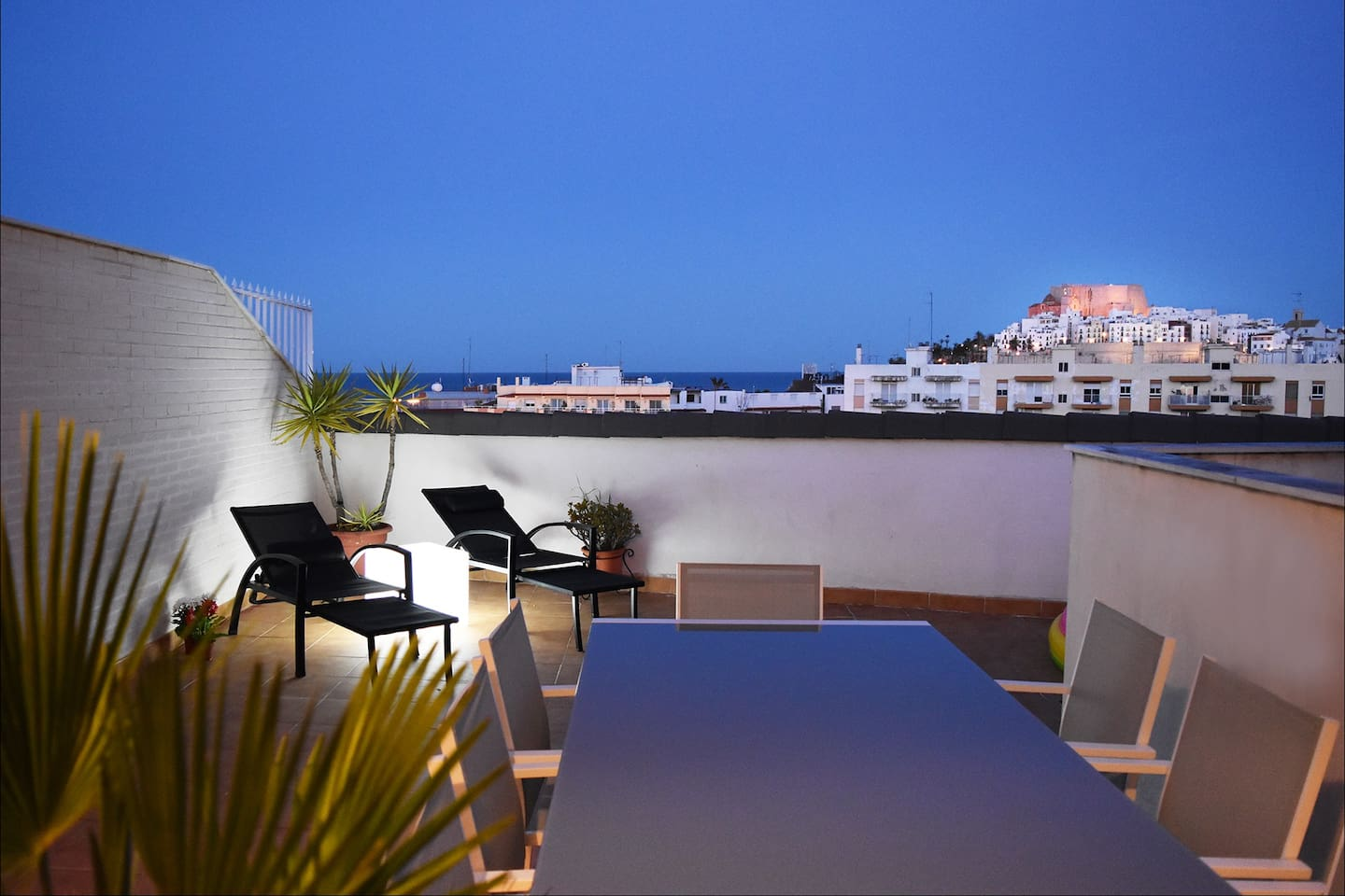TERRACE WITH SEA & CASTLE VIEWS - SOLARIUM & BARBECUE