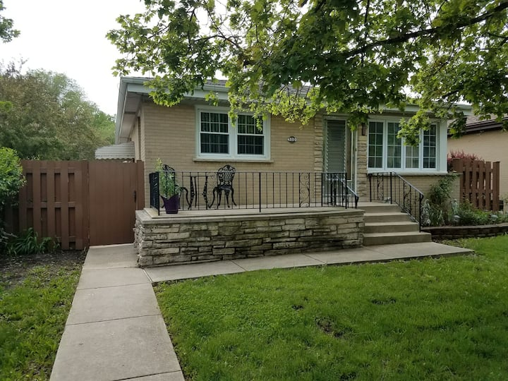 Private house 4 miles from O'hare Pet friendly