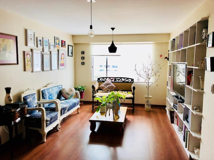 Vintage apartment of peace and light in Barranco