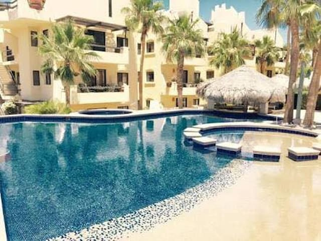 Cabo 2B/2B Condo-sleeps 6- walk to beach & town.