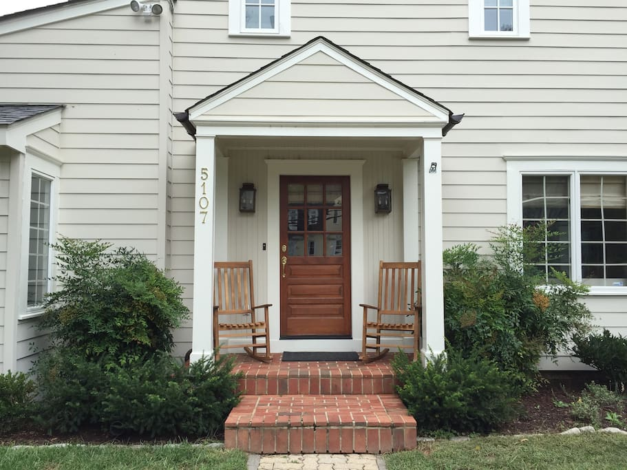 Side door entrance with two rocking chairs