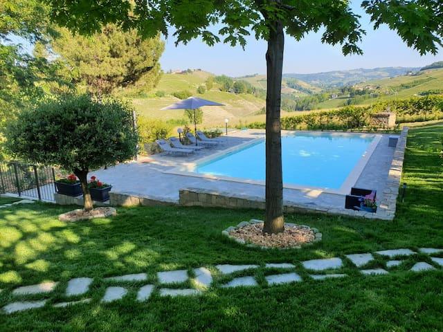 Villa con ampio parco e piscina