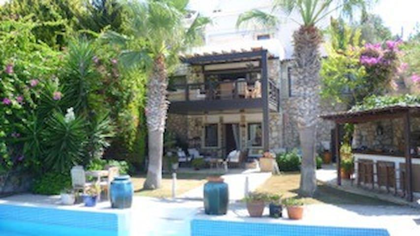 Honeymooner's delight in luxury villa with pool. - Gündoğan Belediyesi - Bed & Breakfast