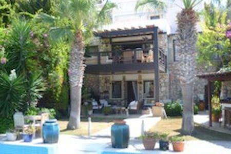 Honeymooner's delight in luxury villa with pool. - Gündoğan Belediyesi
