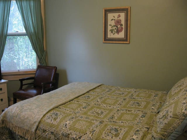 Historic Bed and Breakfast in Honesdale Queen Bed Premium