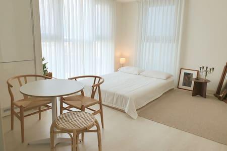[Lazy Home 1] 우리가 꿈꾸는 달콤한 시간 ☆최고층 ☆홈카페☆Netflix