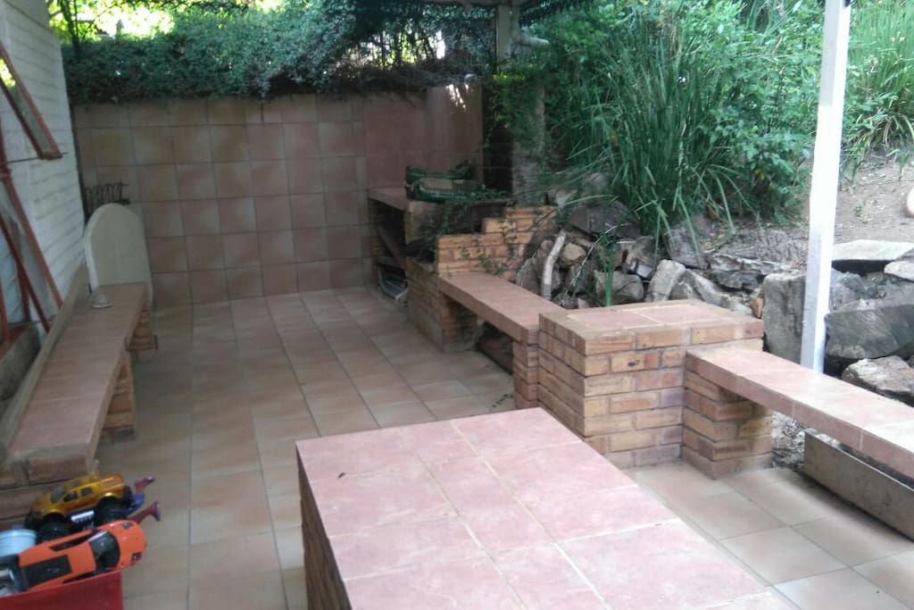 Braai/Barbeque and entertainment area