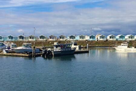 Marina Front Cottage - Westport